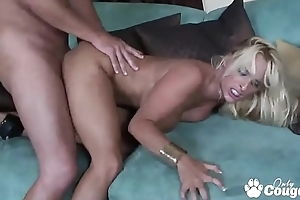 Mature Pornstar Holly Halston Going to bed Correspondent to A Pro