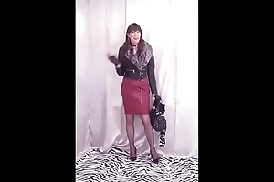 Dana cumming not far from her dark-red latex pencil skirt   (cpy-101)