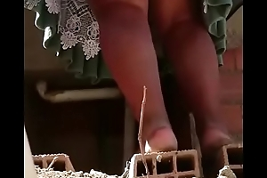 Debajo Cholita restudy mini pollera lavando upskirt