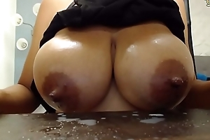 Cam spread out sucks her own titties