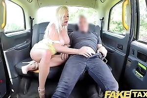 Fake Cab Broad in the beam tits blonde Michelle Thorne greedily sucks and bonks