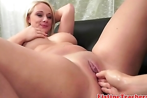 Bootylicious lez acquires fistfucked