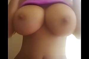 Latin babe flash her big bowels on cam - Jizzy.org