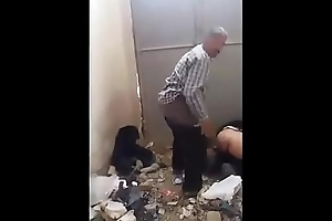 سعودي قطري لوطي زبطوه بيتناك من طيزه