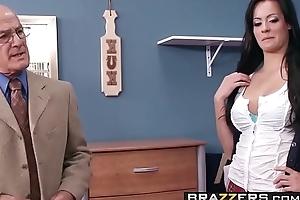 Slutty Motor coach girl (Mandy Haze) gets some dorm horseshit not far from uniform - BRAZZERS